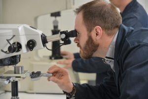 Recherche et développement : barres et tubes chromés